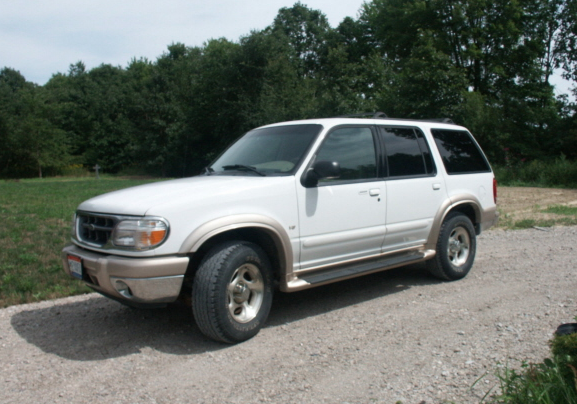 Picture of Chen's 2001 Ford Explorer