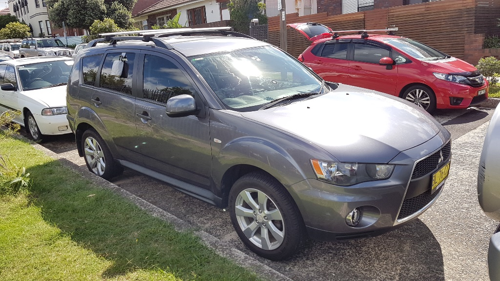 Picture of Dereck's 2010 Mitsubishi Outlander