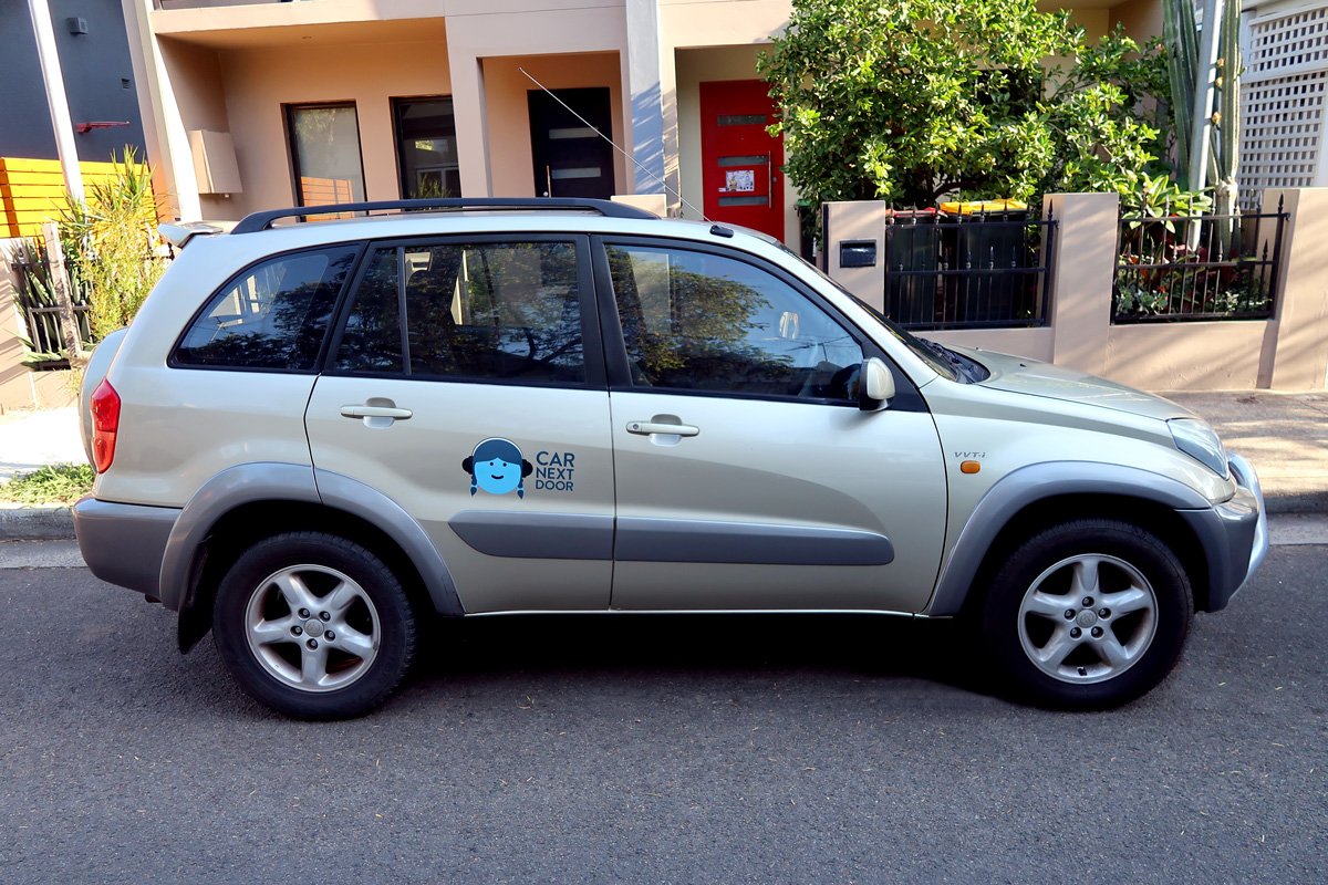 Picture of Surveillance Party's 2003 Toyota Rav4