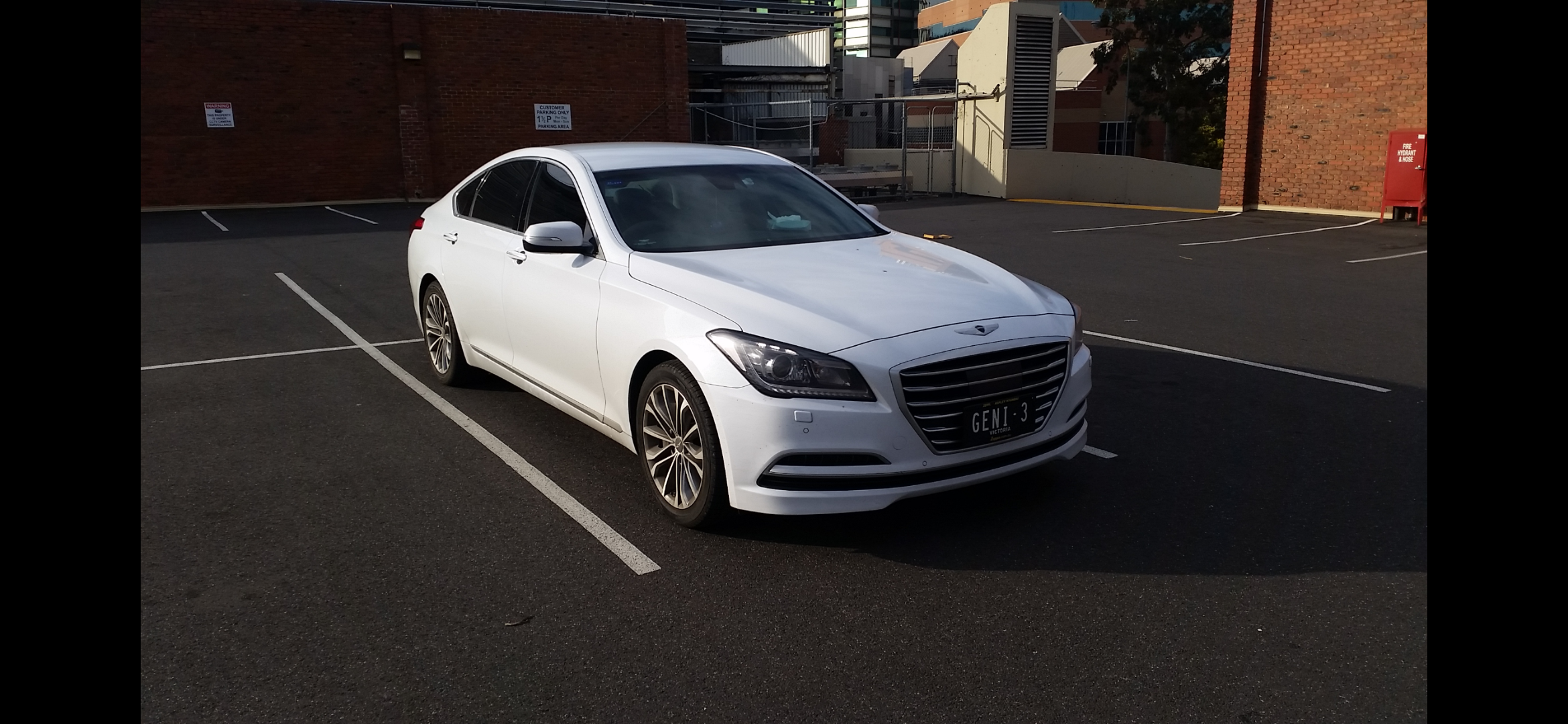 Picture of Hee Siong's 2014 Hyundai Genesis